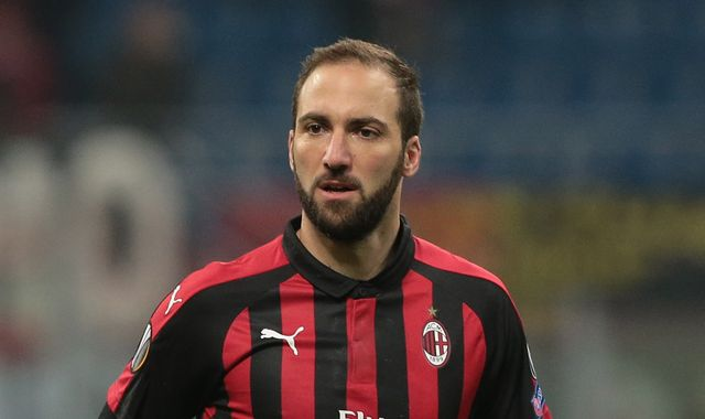 Gonzalo Higuain expected in London for Chelsea medical