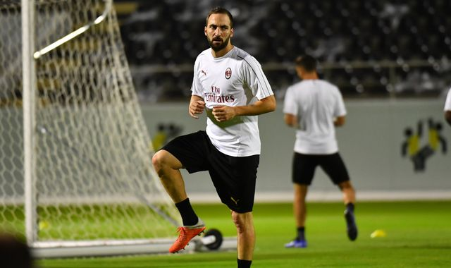 Gonzalo Higuain loan deal with Chelsea moves closer