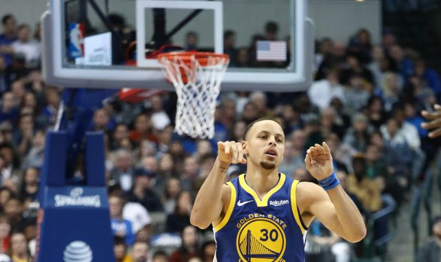 Stephen Curry scores 48 points and hits 11 three-pointers as Golden State Warriors beat Dallas Mavericks