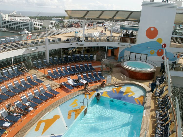 Norovirus outbreak sickens 150-plus on Oasis of the Seas