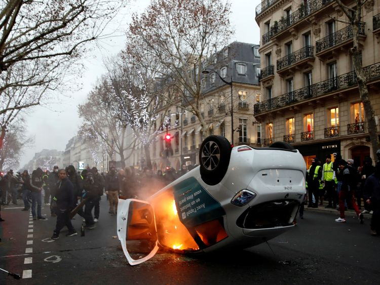 Restaurant ablaze on eighth weekend of protests in France
