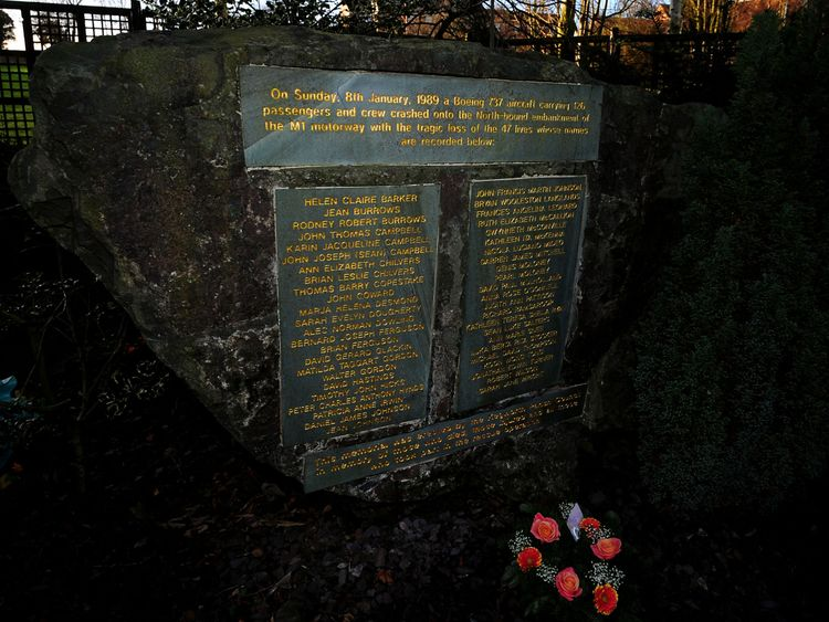 A memorial dedicated to the Kegworth air disaster, at Kegworth cemetery