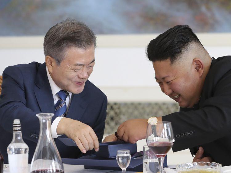 South Korean President Moon Jae-in (L) talks with North Korean leader Kim Jong Un (R) during a lunch at the Okryugwan restaurant on September 19, 2018 in Pyongyang, North Korea