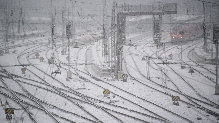 Heavy snowfall has caused travel chaos in parts of southern Germany, Switzerland and Austria