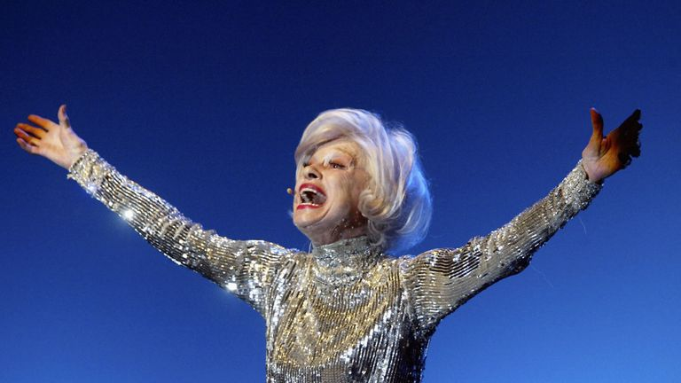 Carol Channing performs in Los Angeles Gay in 2004