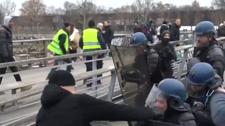 Former Franch boxing champion punches gendarme during protests in Paris
