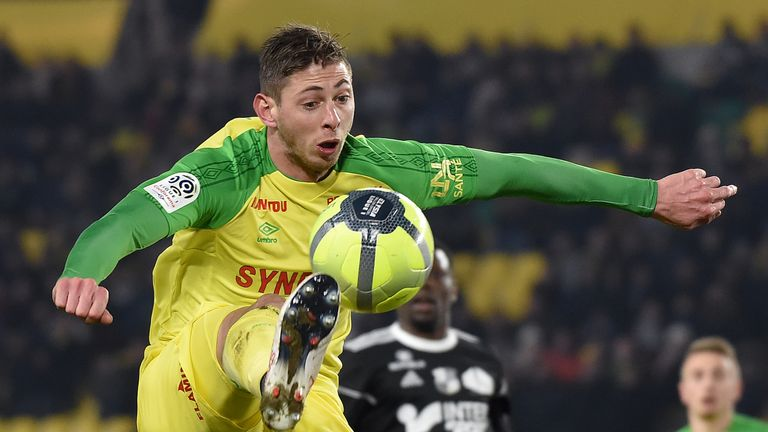Emiliano Sala signed to Cardiff FC for £15m from Nantes
