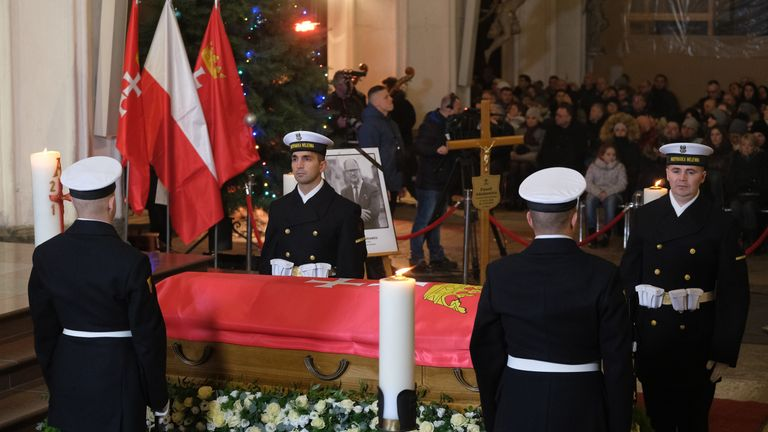 Ceremonial guards stand at the coffin of murdered Gdansk mayor Pawel Adamowicz