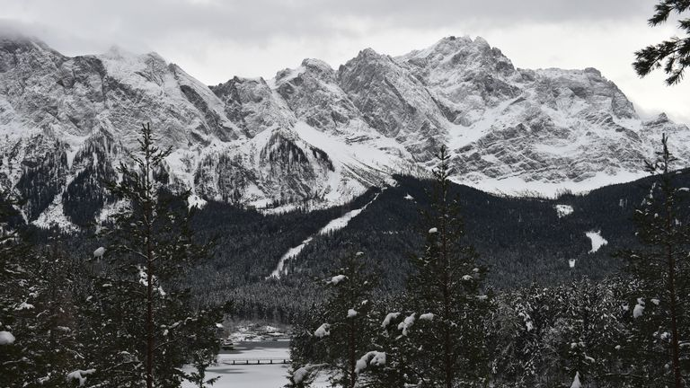 The authorities warn of a high risk of avalanches in the Alps, with the situation described as 'very precarious'