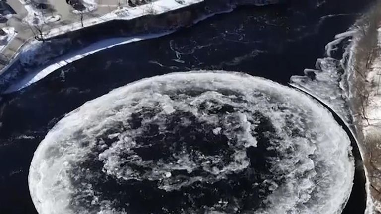 Spinning ice disc wows inhabitants of Maine