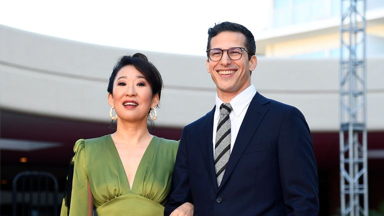 Sandra Oh and Andy Samberg will host the Golden Globes 2019