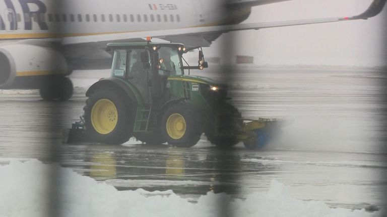 Heavy snowfall in Greater Manchester temporarily closed the city's runways and has caused problems on the roads.