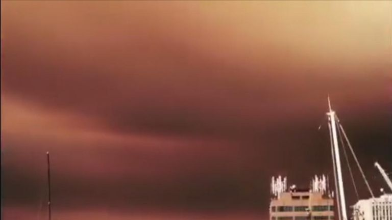 Tasmania bushfire turns sky red over Hobart