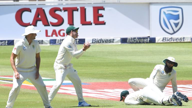 South Africa spilled five catches on day two of the third Test against Pakistan, with Dean Elgar and Quinton de Kock spilling two apiece.