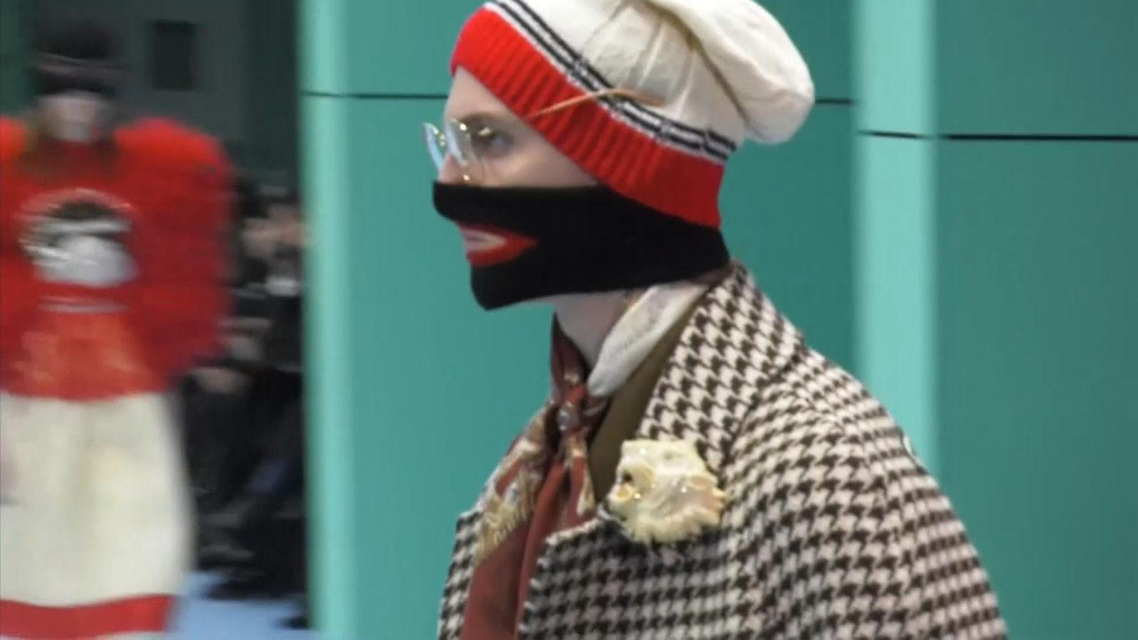 gucci  u0026 39 blackface u0026 39  apparel on catwalk