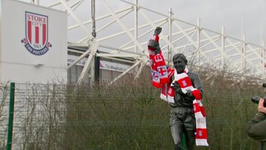 Fans gather at Banks statue