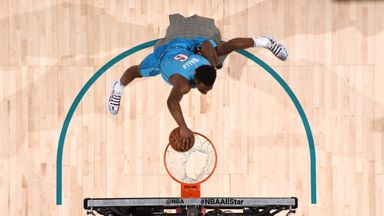 Diallo slams over Shaq in Dunk Contest