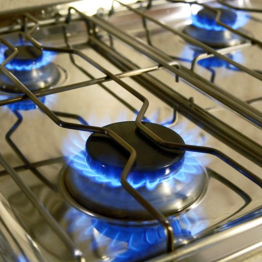 Ban gas hobs in new homes to meet emissions targets
