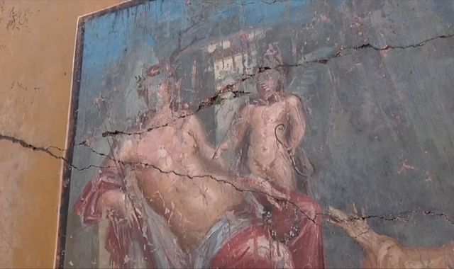 Pompeii dig uncovers well-preserved Narcissus fresco