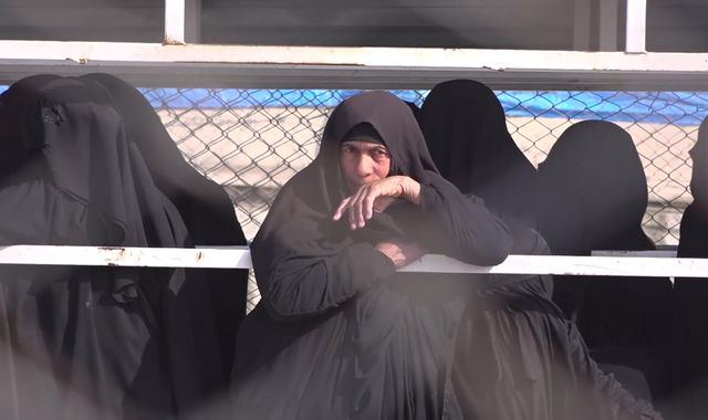 Islamic State women begging for food and medicine in Syria camp