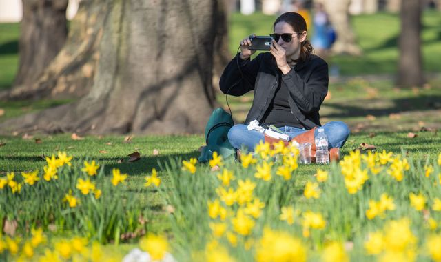 Mild weather in UK set to last into next week, say forecasters