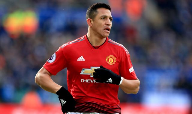 Ole Gunnar Solskjaer warns Alexis Sanchez that Manchester United will not carry players
