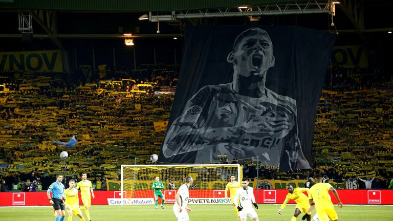 Nantes fans pay tribute to Sala