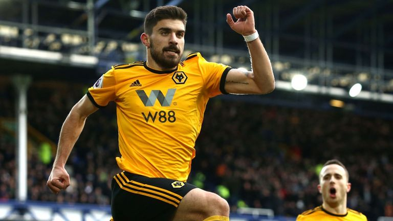 Wolves survive scare to advance in FA Cup