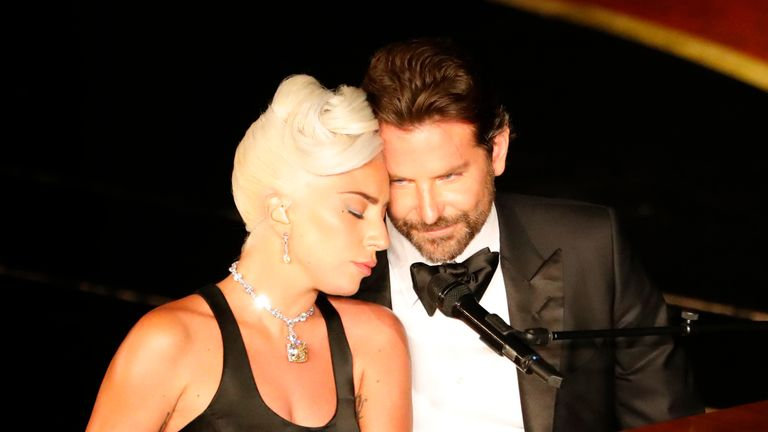 Lady Gaga and Bradley Cooper perform Shallow from A Star Is Born.