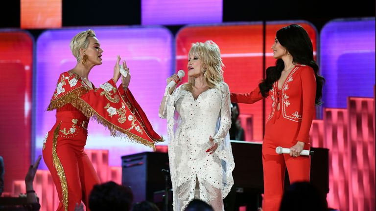 Dolly Parton (C) sings with Katy Perry (L) and Kacey Musgraves at the 2019 Grammy Awards