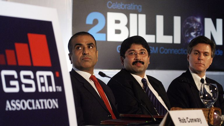 New Delhi, INDIA: Chairman GSM Association (GSMA) Craig Ehrlich, (R), Indian Minister for Communication and Information Technology, Dayanidhi Maran (C) and Chairman and Group Managing Director Bharti Enterprises and Board Member GSMA, Sunil Bharti Mittal (L) listen to a speaker during a press conference in New Delhi, 13 June 2006. The GSM technology based mobile subscriber base has touched two billion in June making it the fastest growth of technology ever witnessed in the world. AFP PHOTO/Praka