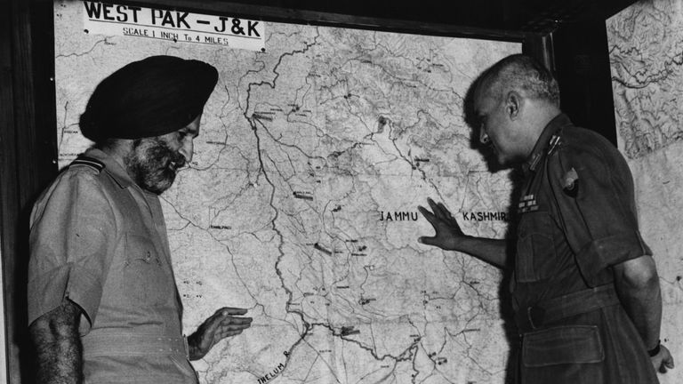 Indian military commanders review the boundaries in Kashmir after a ceasefire ended the 1965 conflict