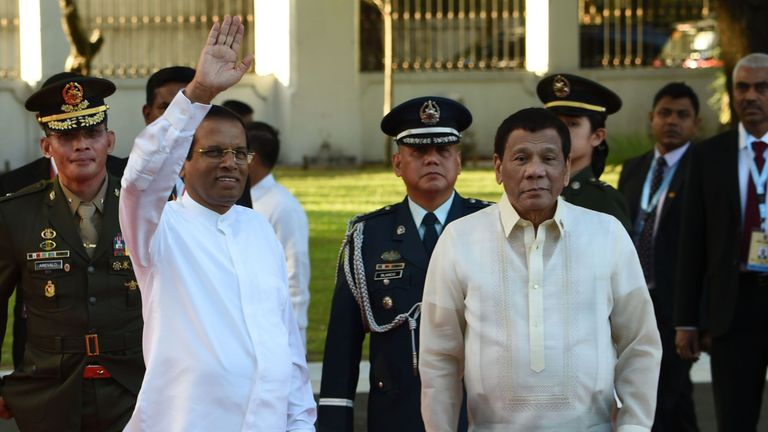Sri Lankan President Maithripala Sirisena (L) visited Philippine President Rodrigo Duterte (R) in January