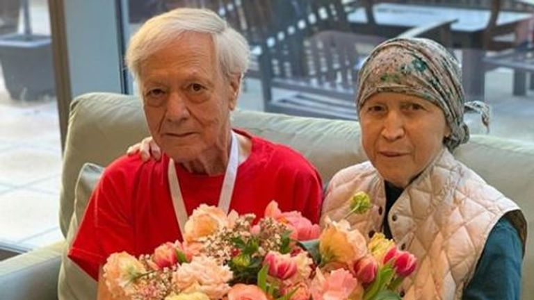 An elderly couple at Hope Lodge were given a massive arrangement. Pic: Instagram/Repeat Roses