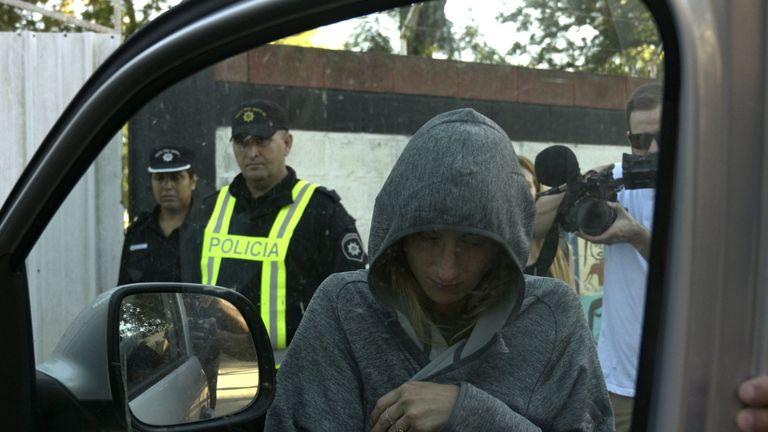 Romina Sala, the footballer's sister, leaves the wake in Progreso