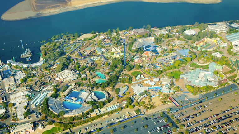 Incidents At Seaworld Parks: SeaWorld: Sixteen Rescued After Being Trapped On Ride For