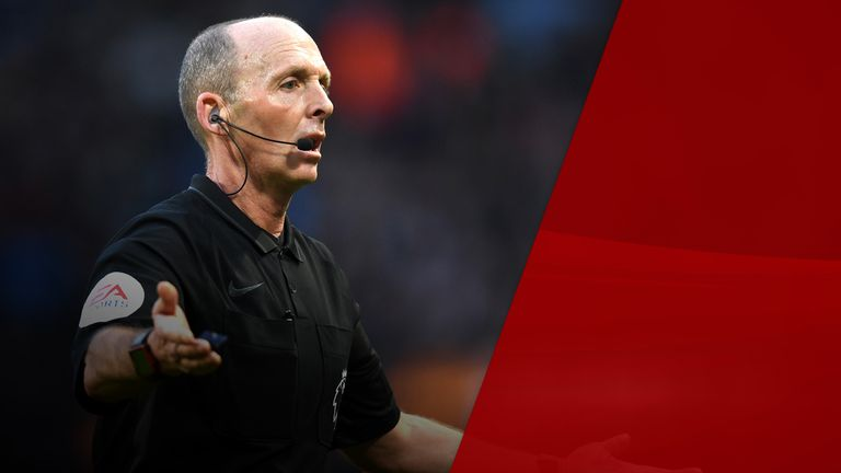 Mike Dean is one of the most experienced referees in the Premier League