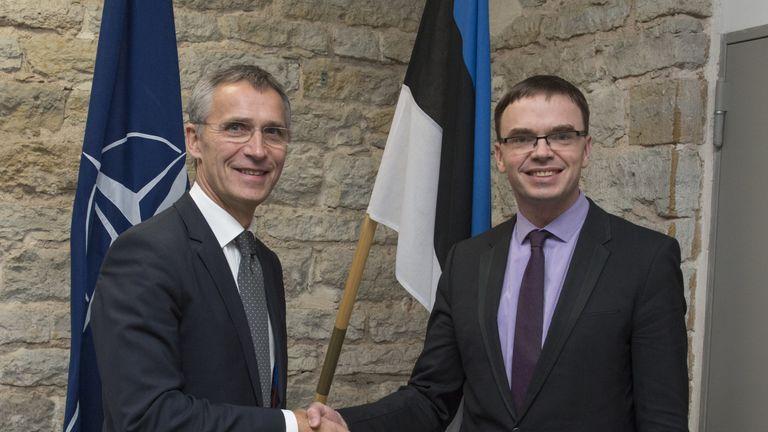 Sven Mikser shakes hands with NATO secretary general Jens Stoltenberg