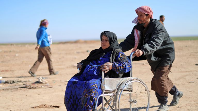 Civilians fleeing fighting between IS and the SDF