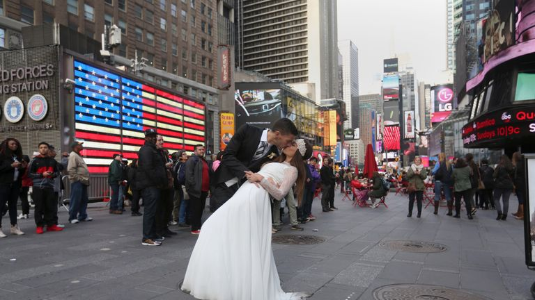 Spanish newlyweds mimicked the kiss after tying the knot in the US