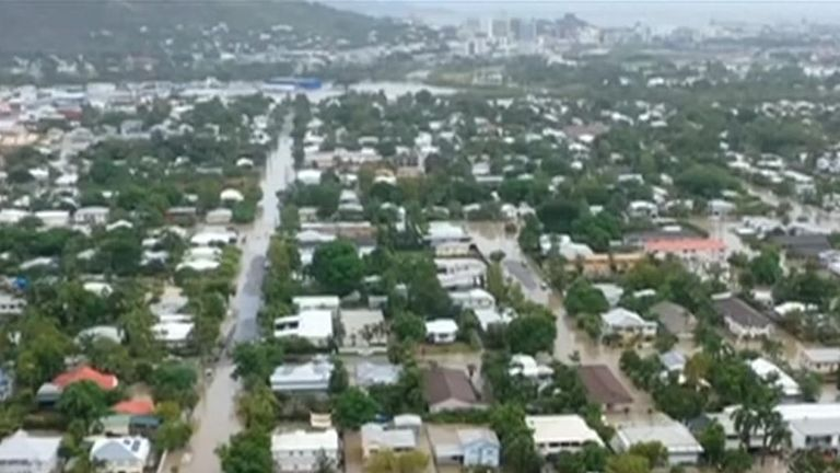 Towns in northern Australia Townsville have flooded flooded floods with more water; expectations in the days ahead.
