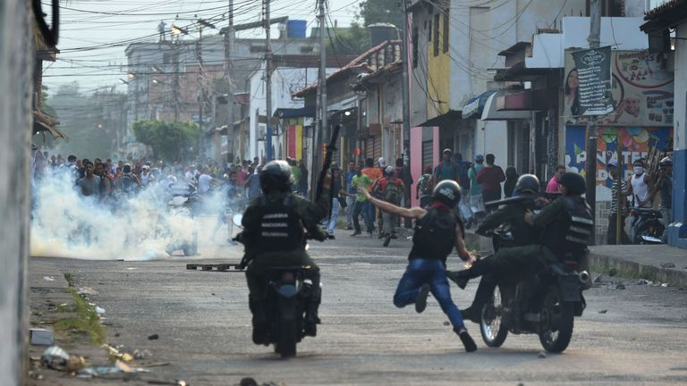 Venezuelan national guards clash with demonstrators in Urena