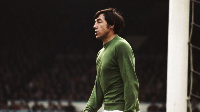 Hundreds pay respects as Gordon Banks is laid to rest
