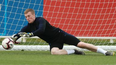 'In-form' Pickford keeps starting place
