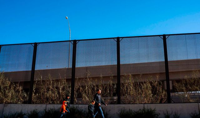 US to start building 57 miles of 18ft-high fences along Mexican border