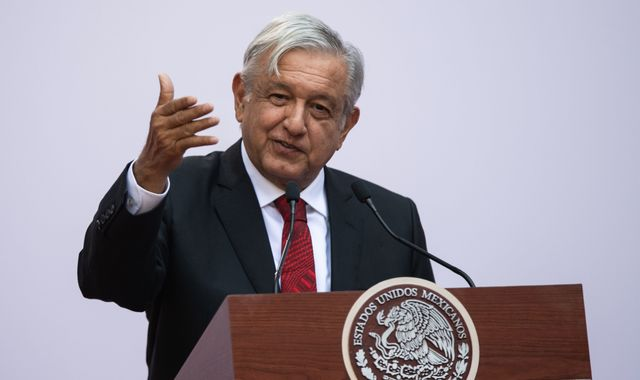 Mexican president asks Spain and Pope to apologise for conquest 500 years ago