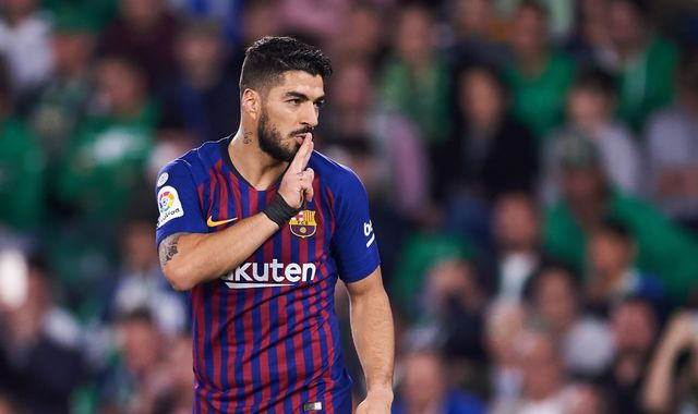 Barcelona's Luis Suarez to miss up to 15 days with ankle injury