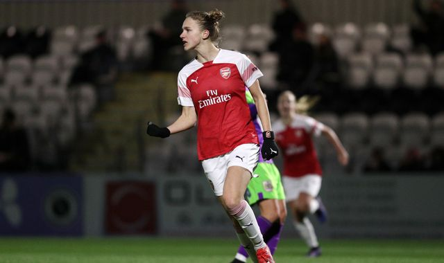 WSL round-up: Arsenal close in on title with Everton win