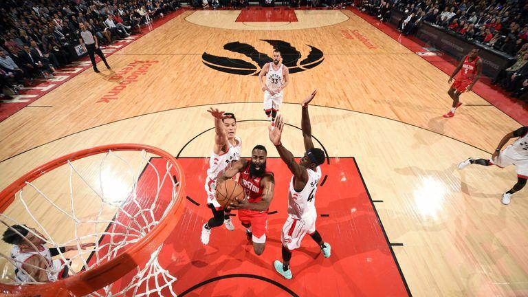 1756eb526de3 James Harden scores 19 fourth-quarter points to lead Houston Rockets ...