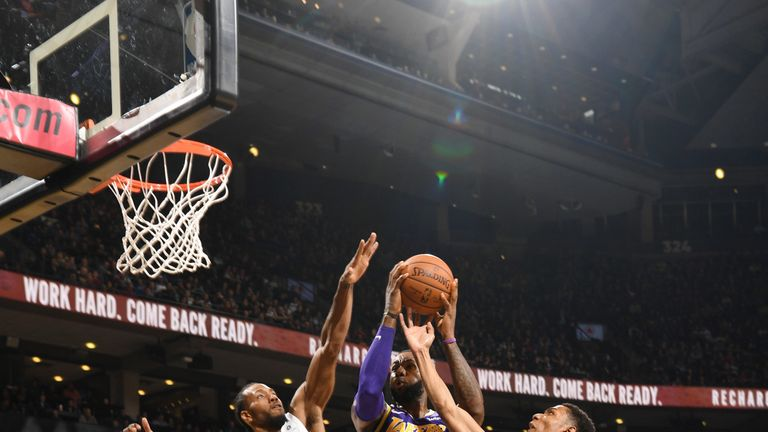 Highlights of the Los Angeles Lakers' 111-98 loss to the Toronto Raptors